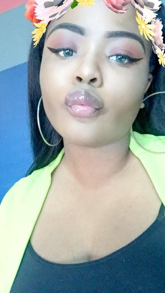 Nigeria lady brags