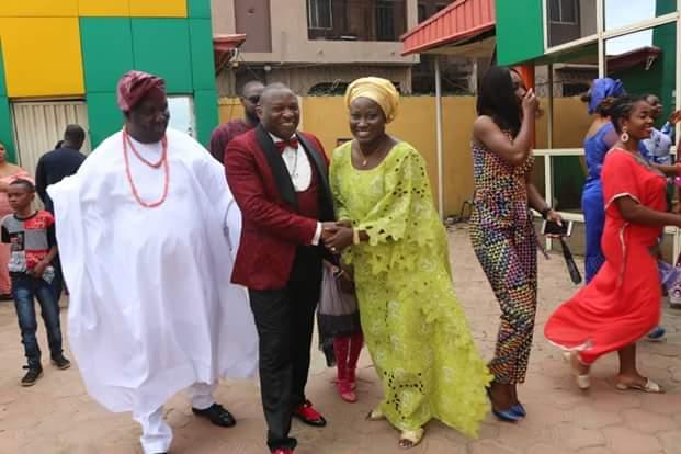 Bishop Tom Samson arrives Egbeda in his N80 million stretched Hummer limousine (Photos)
