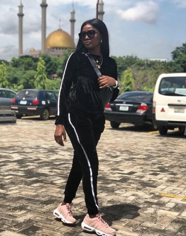 Adekunle Gold asks Simi's mum for her bride price; Simi's mum reacts