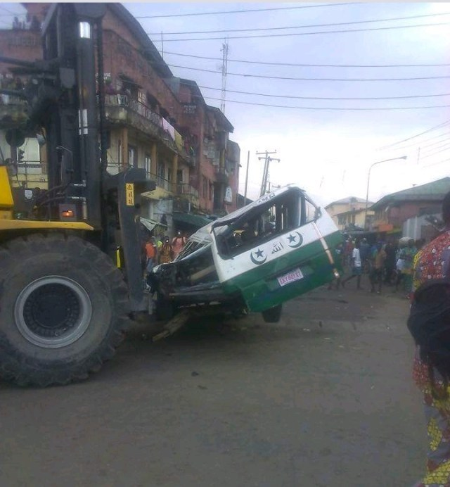 Truck fall on bus4 - PHOTOS: Driver killed as truck conveying tomatoes falls on bus in Lagos