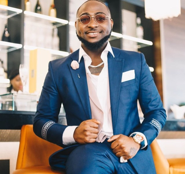"""""""Chioma, you are f**king lucky"""" Davido says as he shares a cute photo of himself"""