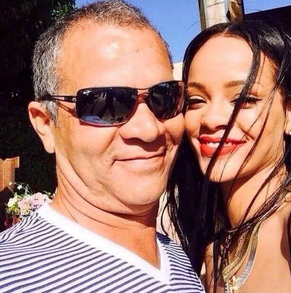 Rihanna sues her own dad, the reason here