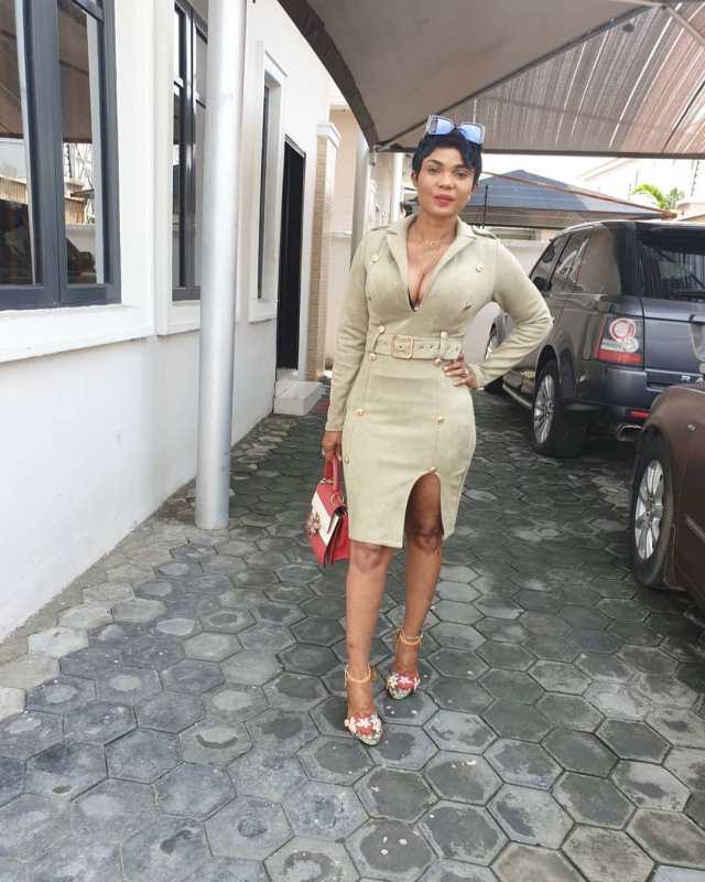Iyabo Ojo bares cleavage