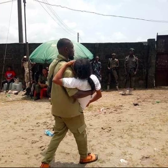 Female NYSC member thanks her male colleague who saved her during the violence in Rivers (See Photo) 1