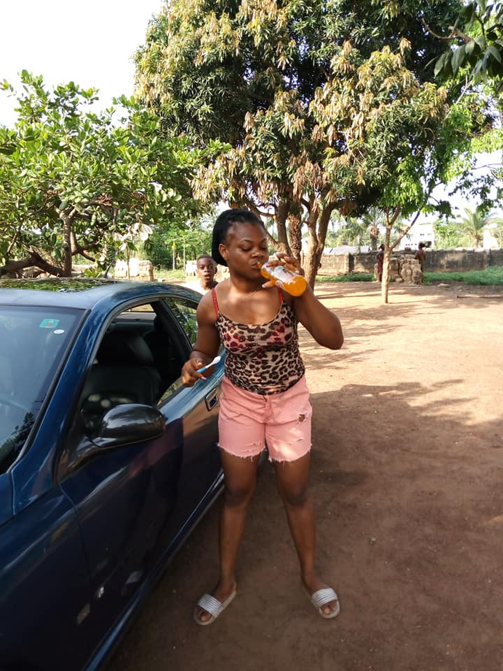 Nigerian Lady Brushes teeth