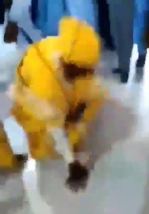 Groom falls embarrassingly while dancing 'Zanku' at his wedding (Video)