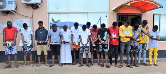 15 Yahoo Boys Busted By Efcc, One Of Them Attempted To Flush Phone In Toilet