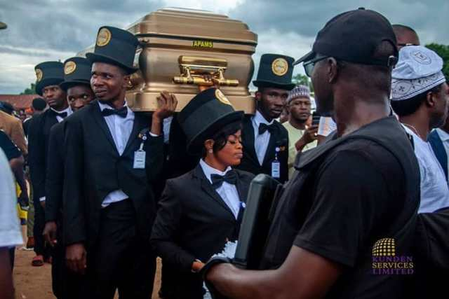 Senator Dino Melaye buries motherSenator Dino Melaye buries mother