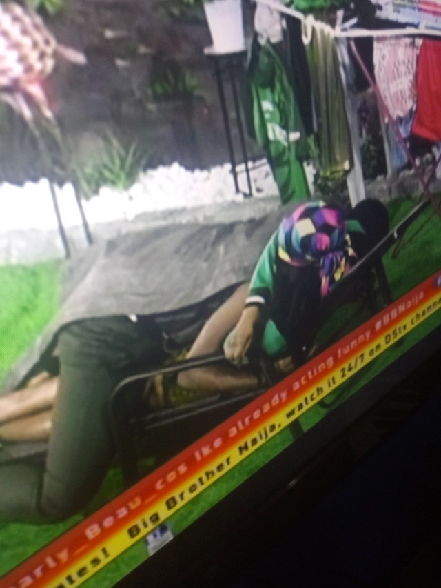 #Bbnaija 2019: Seyi Sleeps on Tacha after Night Party (Photos)
