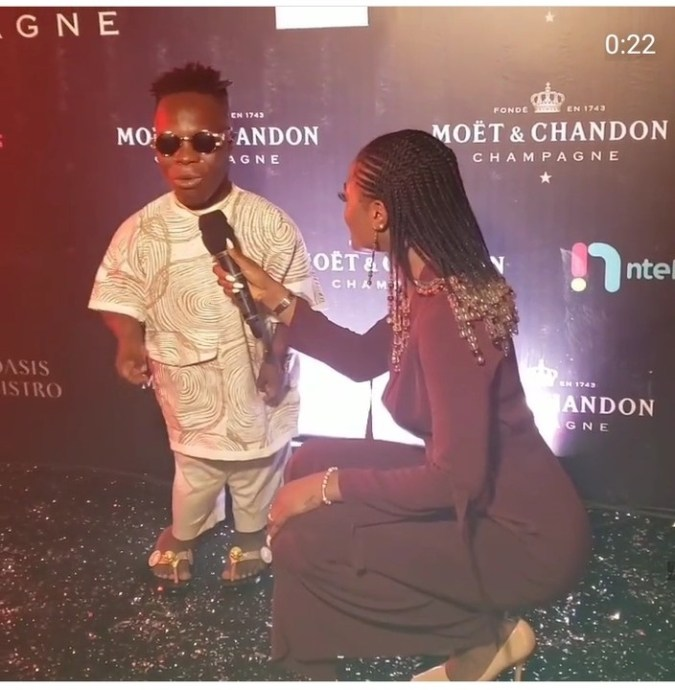 Presenter Squats to interview Ghanaian Billionaire, Shatta Bandle (Photo) 1