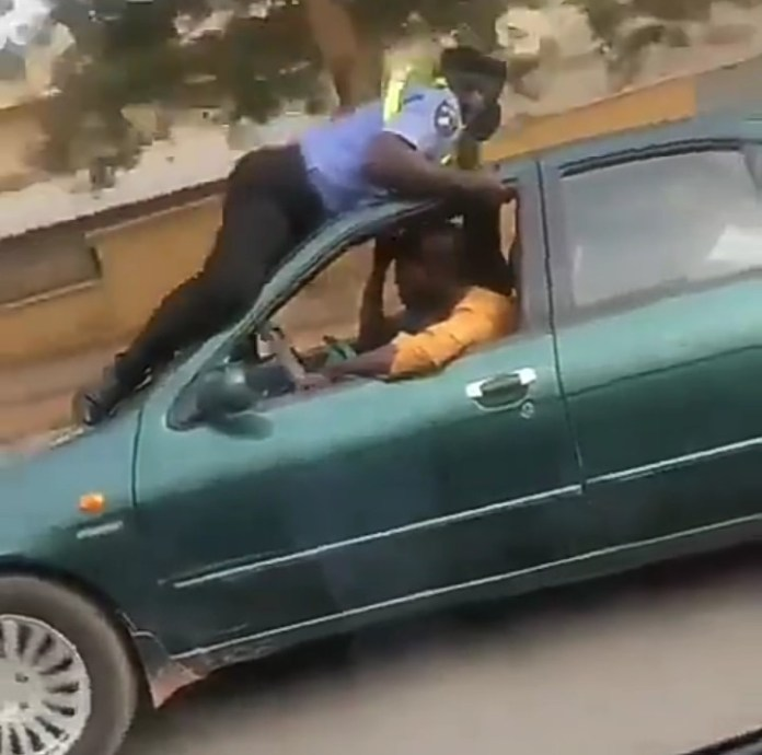Police officer holds on the roof of a moving cab in his attempt to stop the cab driver (video)
