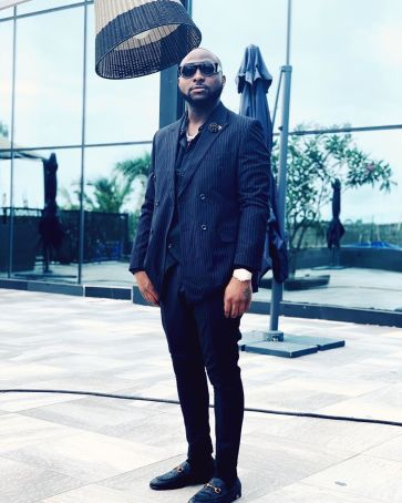 "No wear suit again abeg"" – Man mocks Davido for donning a suit – Bioreports"