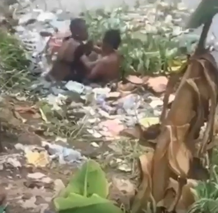 Oh My God!! Two Nigerian women fight dirty over a man in a filthy pond (video)