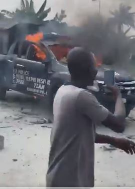 Sad as Police crush woman and her Baby to death while chasing suspected Yahoo boys in Warri (Video)