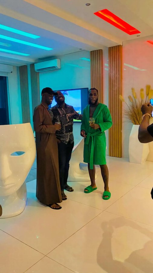 Billionaires Obi Cubana and Jowizaza visits singer Burna Boy in his crib (Video)