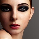 8 Steps Guide to glamours smokey eyes