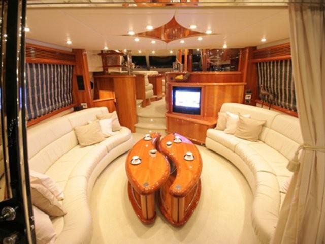 Sunseeker Manhattan 74 Yacht Rental Location Bateau