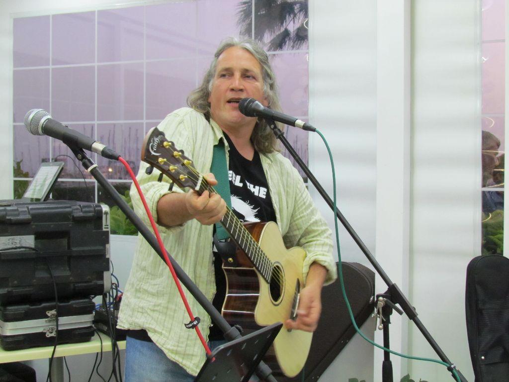 Colin and his new guitar play at the Stella Marina Bar