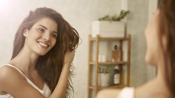 4453a32f7d999 10 خطوات يحتاجها شعركِ للحفاظ على مظهر صحيّ - يافع نيوز