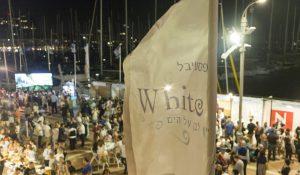 לבן על הים