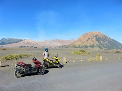 Java volcan bromo en scooter mer de sable