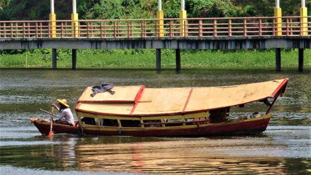 Bornéo Kuching transport rivière