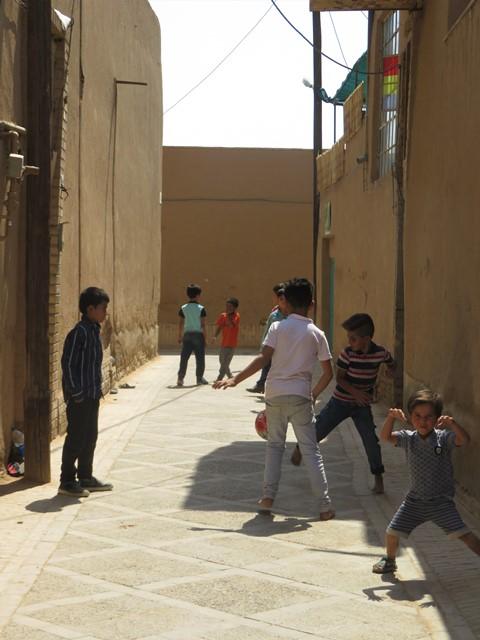 Iran Yazd enfants foot