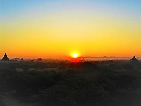 Myanmar Bagan lever de soleil temple 761