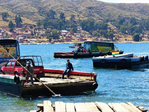 Bolivie Lac Titicaca barge
