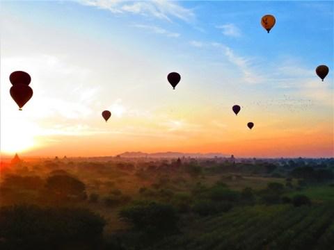 Myanmar Bagan lever de soleil temple 446