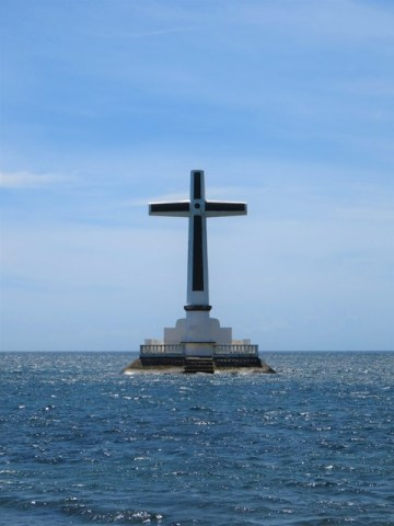 Philippines Camiguin cimetière Sunken