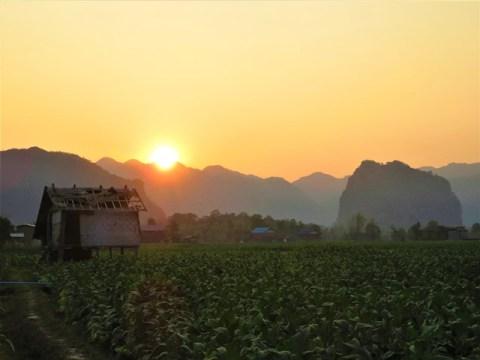 Laos boucle scooter de Thakhek Kong Lor coucher de soleil