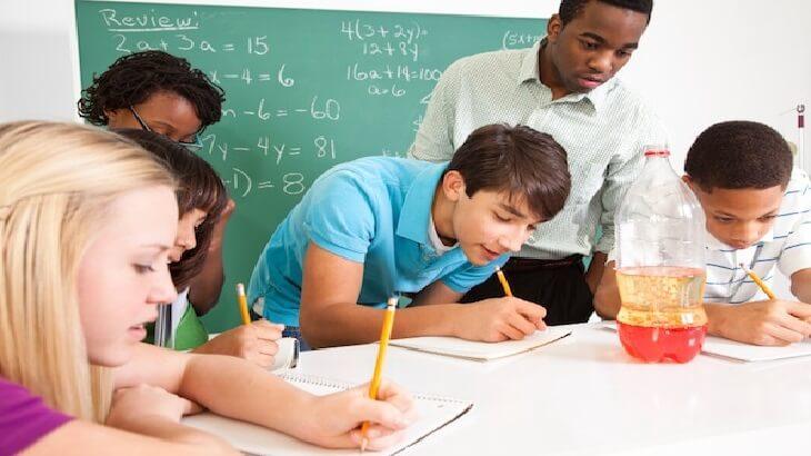 موضوع تعبير عن اهمية المدرسة فى حياتنا بالعناصر