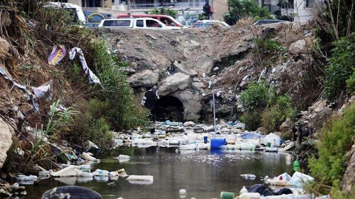 موضوع فكرته الرئيسية عن تلوث المياه قصير جداً