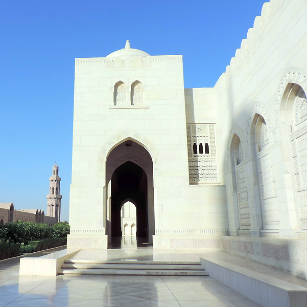 Grand Mosque, Muscat, photo by Ya'lla traveler Sallie Volotzky