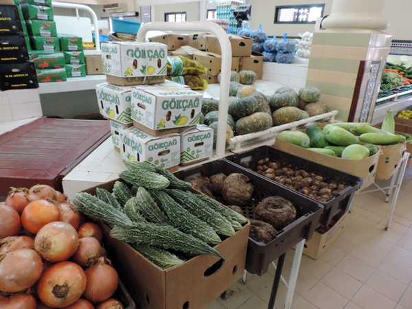 vegetable market, Nizwa, Oman, photo by Sallie Volotzky