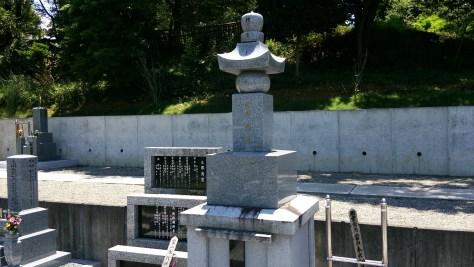 墓地内には永代供養塔があります。