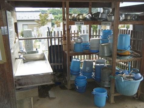 水道・バケツ置場・掃除用具も完備されています