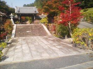 湖南市指定の名刺の庭園は墓地に隣接しており自由に拝園できます