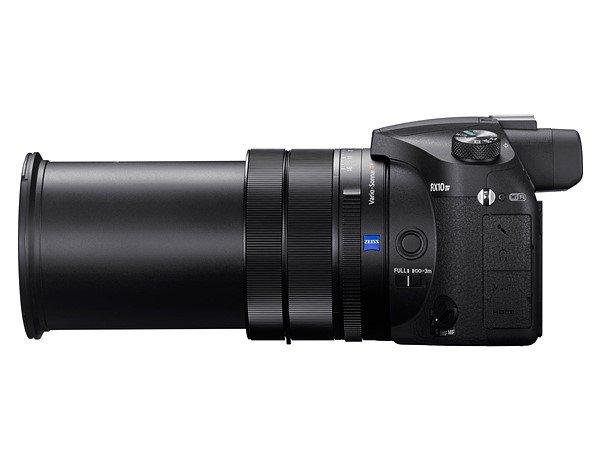 sony rx10 iv. rx10 iv tetap dilengkapi dengan lensa berkemampuan 25x zoom optical atau setara 24-600mm. lensanya ini memiliki jarak fokus minimum 72cm, sony rx10 iv