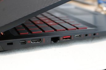 Review HP OMEN 15-ce086tx, Laptop <em>Gaming</em> Terjangkau dengan <em>Build Quality</em> Jempolan 3