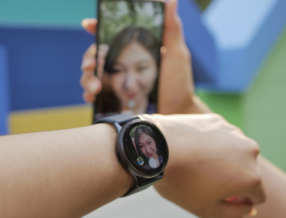 Galaxy Watch Active2 shutter camera