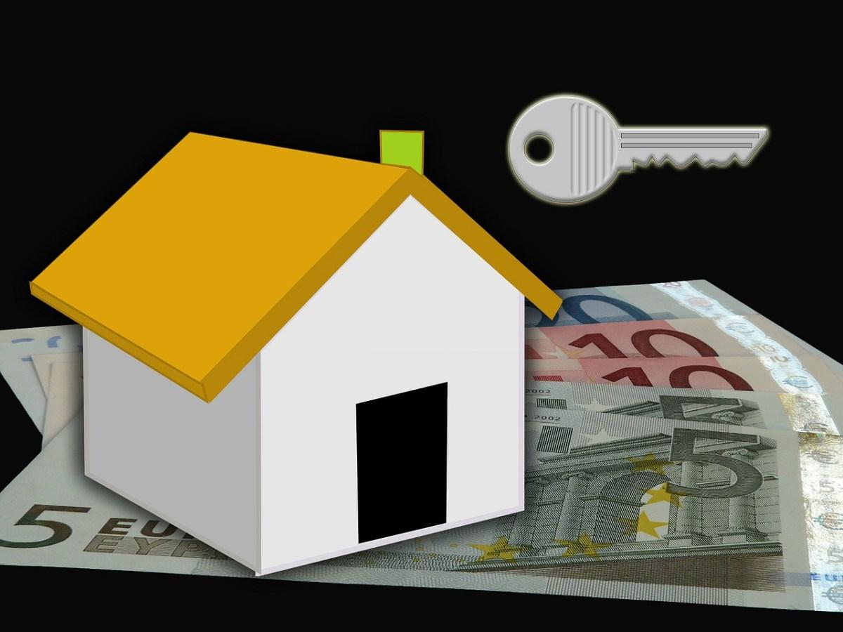 house and key illustration