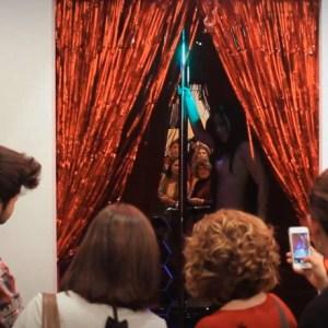 """Detalle de """"Congress Topless"""". Técnica mixta y bailarinas de Striptease. Acción realizada durante ARCO 2014"""