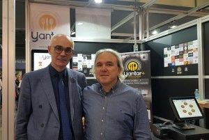 Jaume-de-Crisberlin-visitando-el-stand-de-Yantarplus