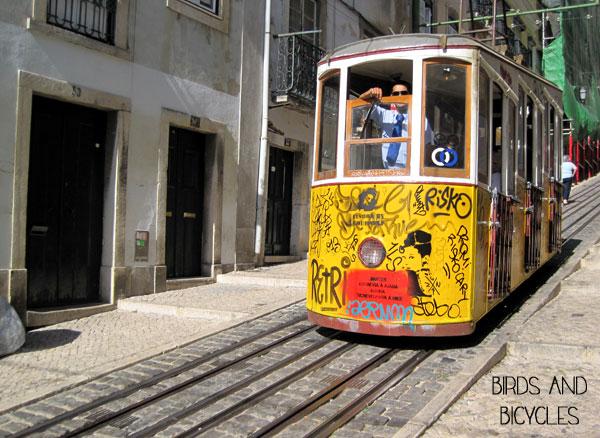 lisbonne portugal tramway jaune