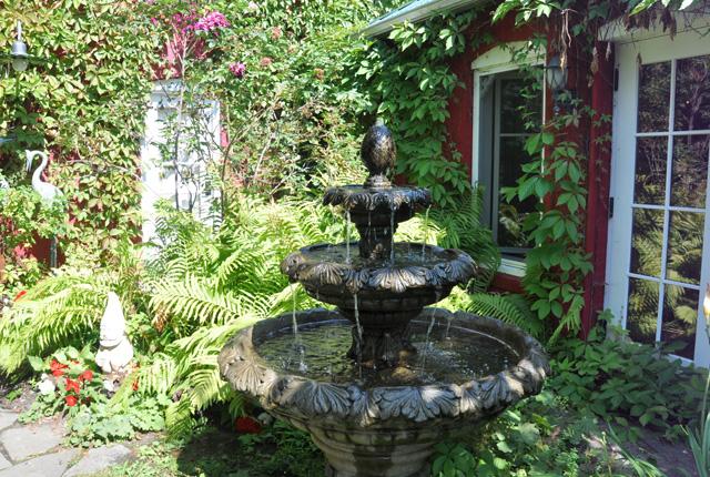Le jardin de l'auberge au Bic