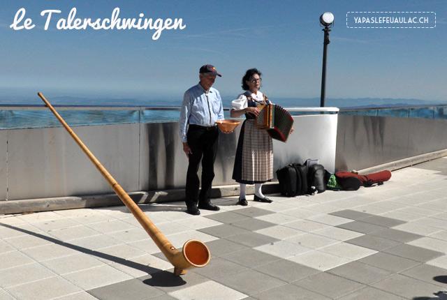 Une démonstration de talerschwingen, instrument de musique suisse