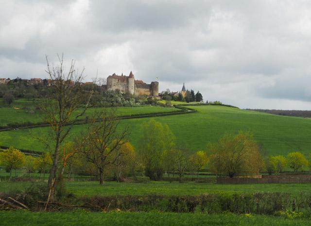 Le village de Chateauneuf en Bourgogne