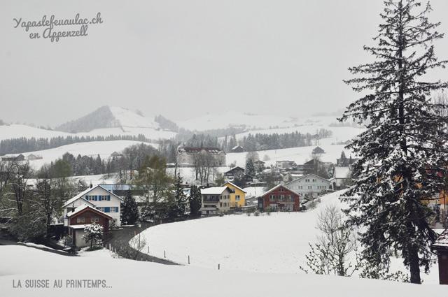 Escapade en Suisse allemande du printemps... Mais il neige en Suisse orientale!!! (Photo prise à Appenzell en avril 2017)